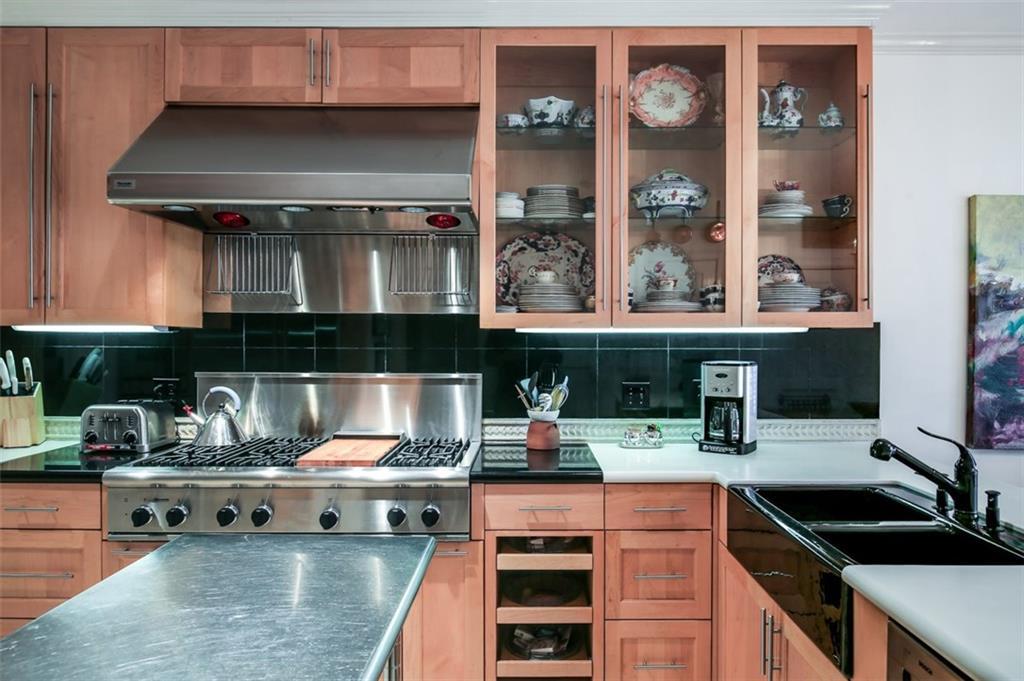 dena kitchen 1