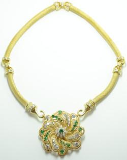 18k Diamond & Emerald Pendant/Broche