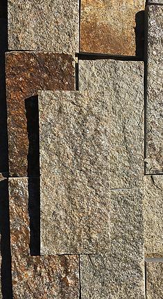 Гнайс - бежово кафяви каменни плочи