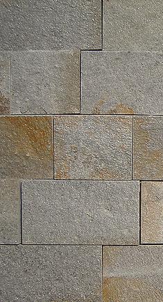 Гнайс - сиво кафяви каменни плочи