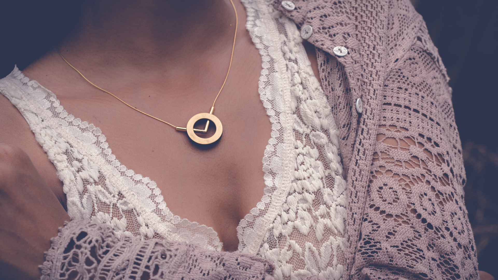 Reversible O Necklace