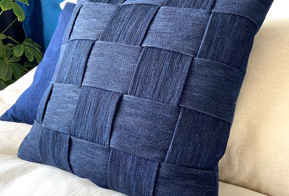 Pillow indigo braided