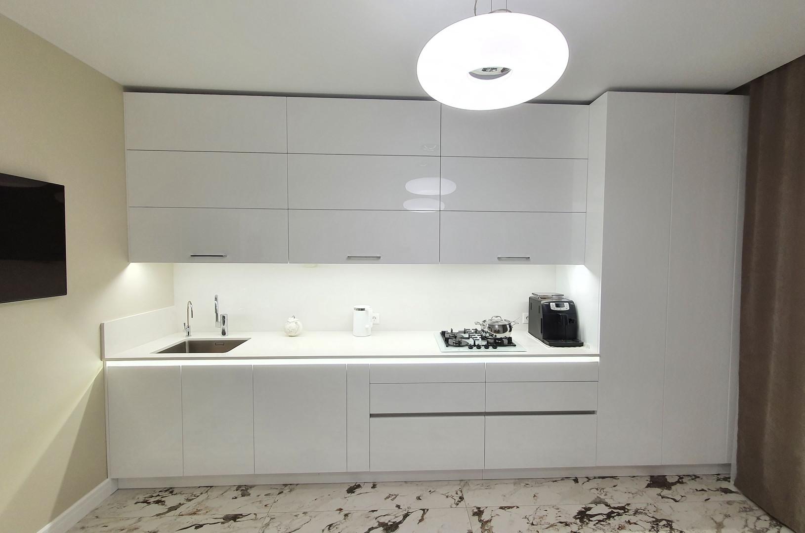 Кухня из акрилового стекла -6.jpg