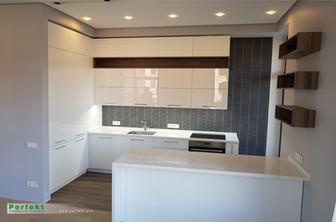 Кухня из акрилового стекла с островом.jp