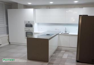 Кухня из Акрилового стекла А-6,9.jpg