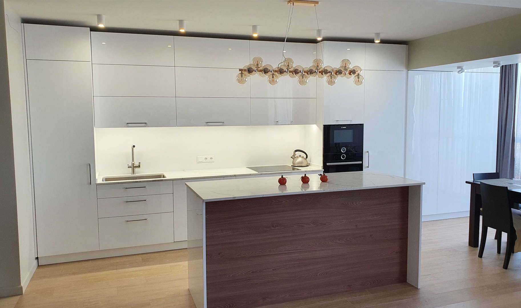 Кухня из акрилового стекла -7.jpg