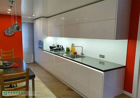 Кухня __из акрилового стекла с электропр
