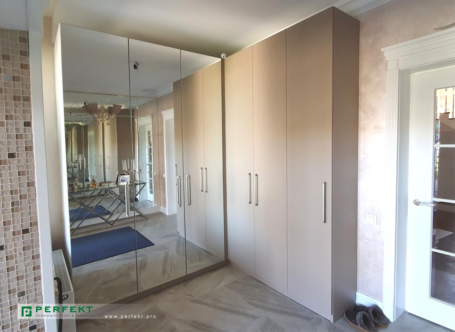 Шкаф с распашными дверями _ угловой.jpg