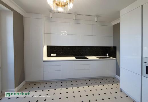 Кухня акрил с пеналами.jpg