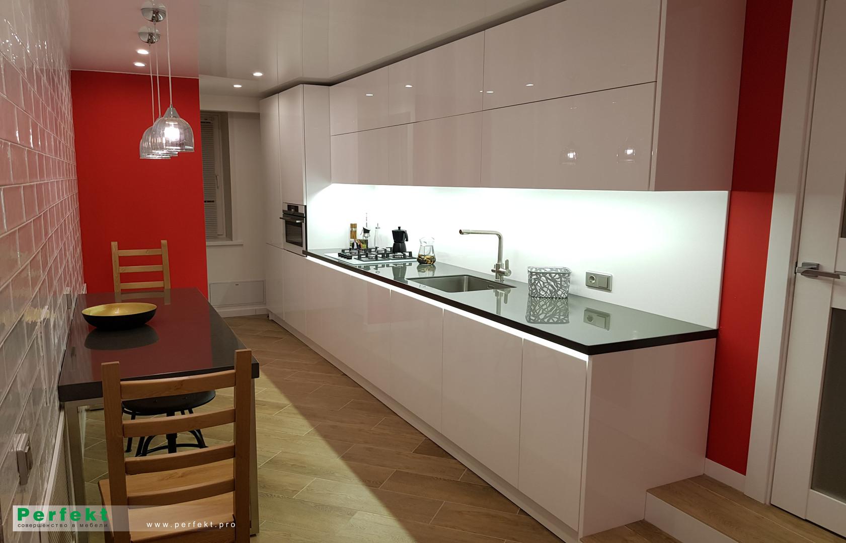 Кухня из акрилового стекла с электроприв