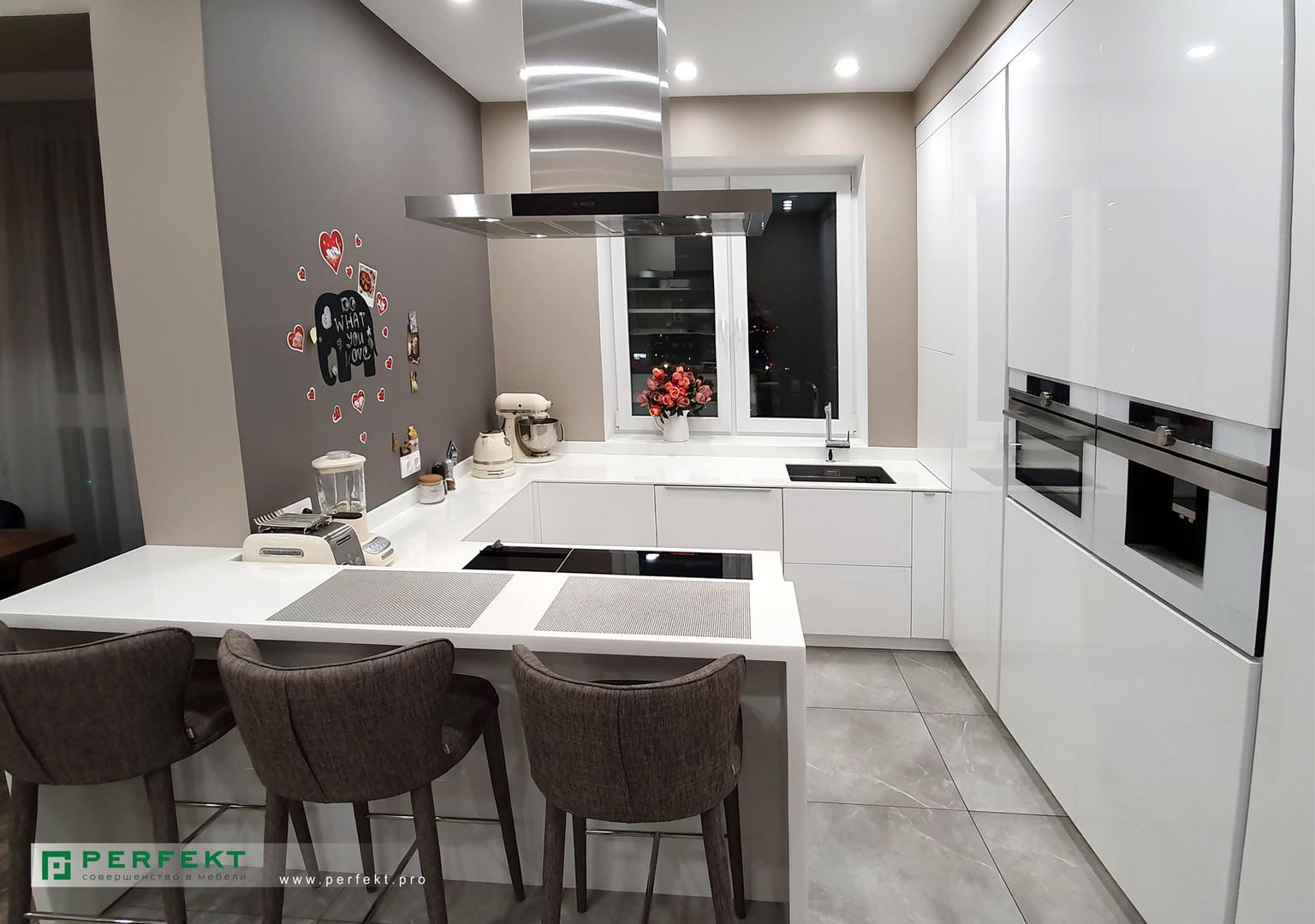 Кухня с барной стойкой_.jpg