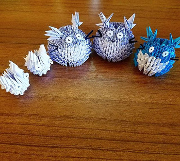 Making some more #totoro friends for #fanime I'm at table 510! Stop by and say hello!__#origami #3dorigami #studioghibli #myneighbortotoro #