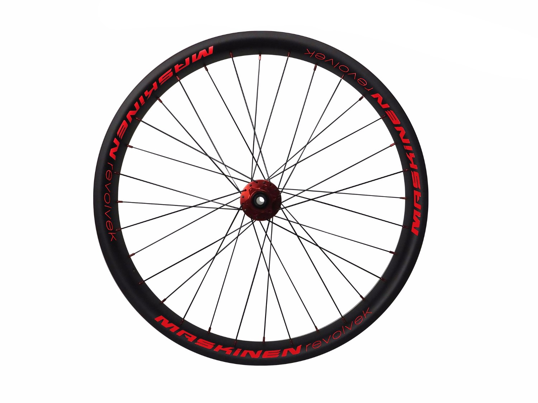 Maskinen Revolvek - carbon wheels