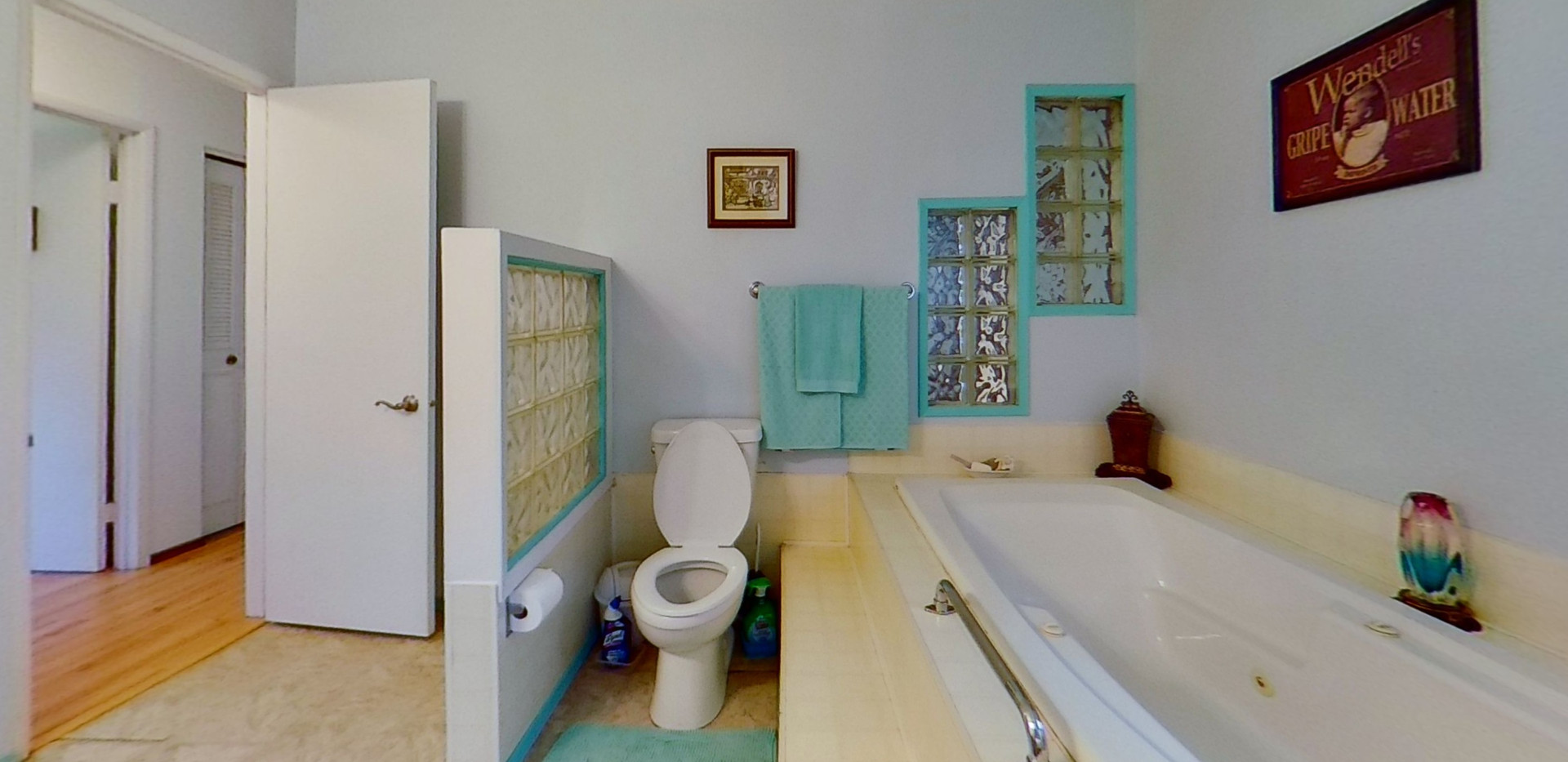 1300-Beachview-Cres-Bathroom.jpg