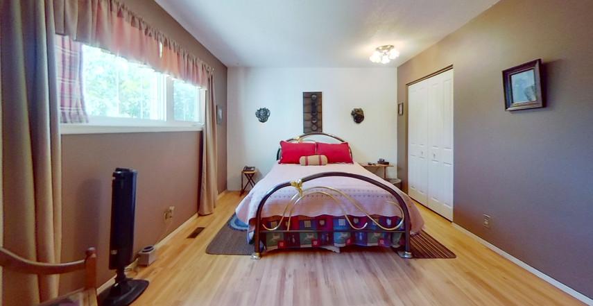 1300-Beachview-Cres-Bedroom.jpg