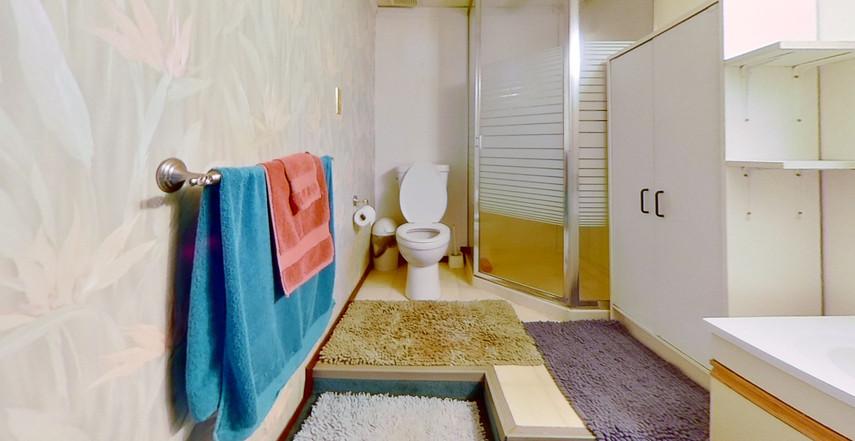 1300-Beachview-Cres-Bathroom-2.jpg