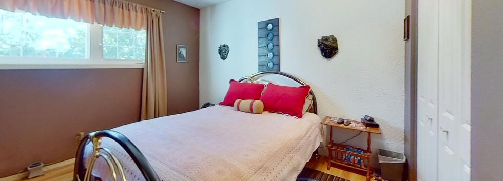 1300-Beachview-Cres-Bedroom-2.jpg