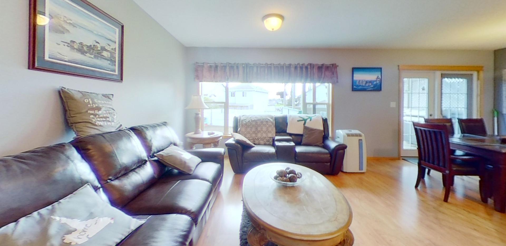1139-Oakland-Dr-Living-Room(1).jpg