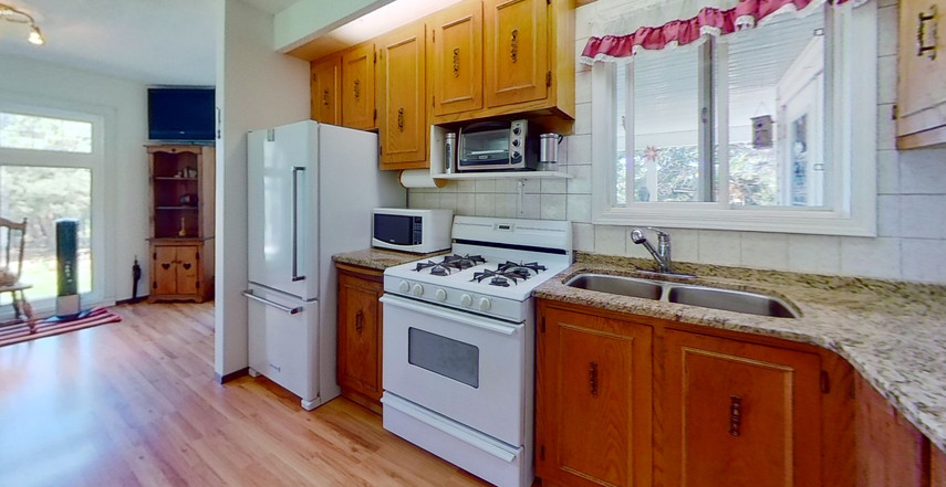 1300-Beachview-Cres-Kitchen-2.jpg