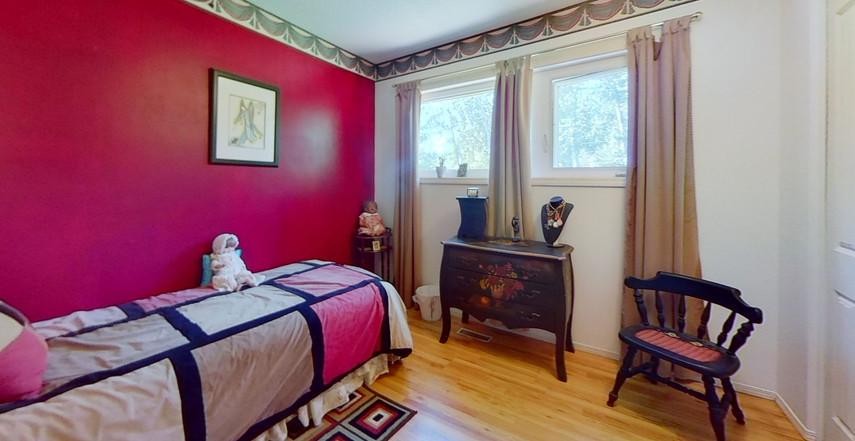 1300-Beachview-Cres-Bedroom-3.jpg