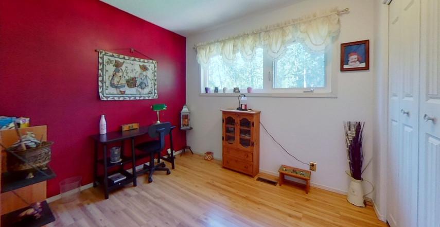 1300-Beachview-Cres-Bedroom-5.jpg