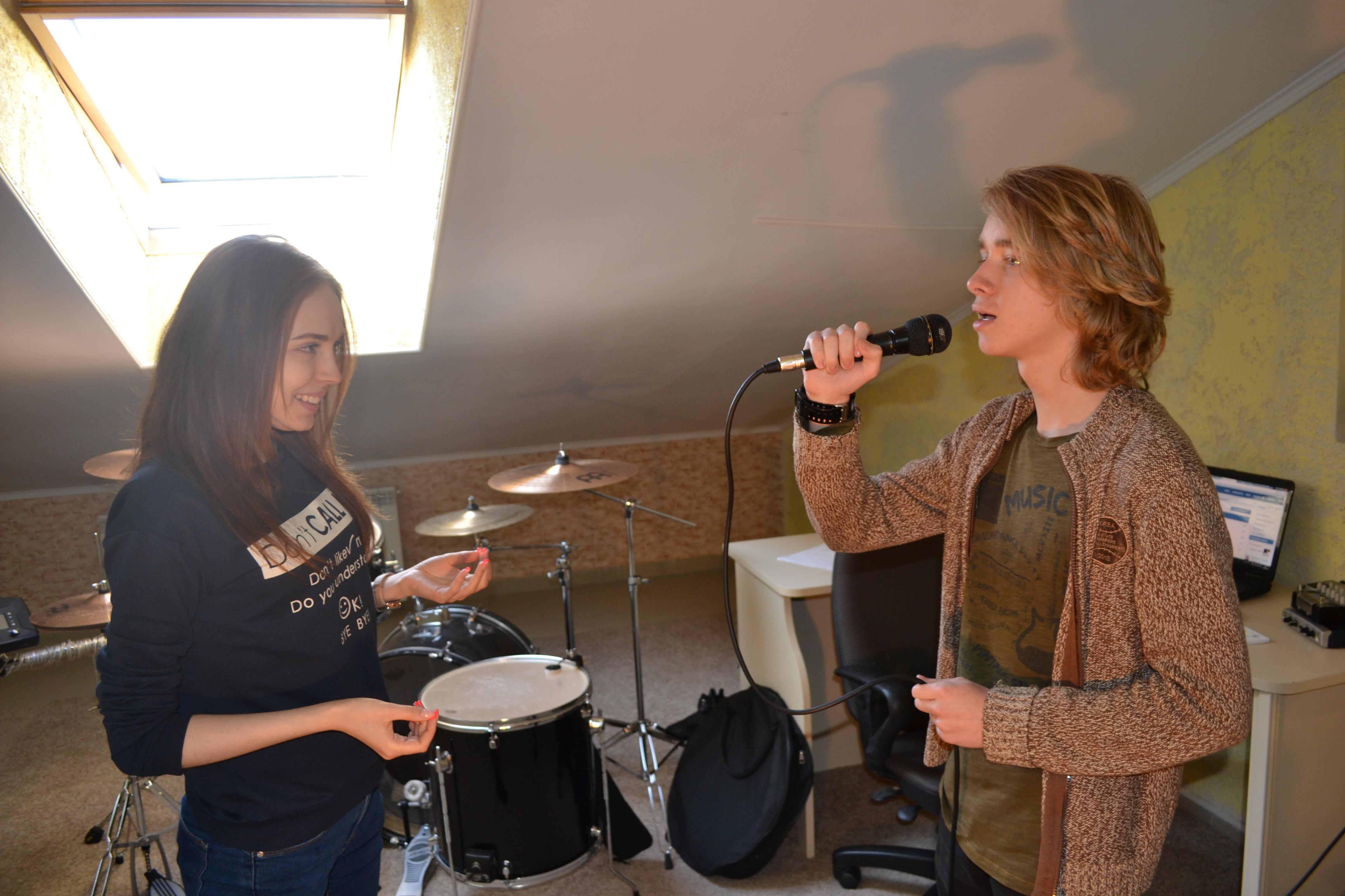 Уроки вокала с бесплатной студией зв