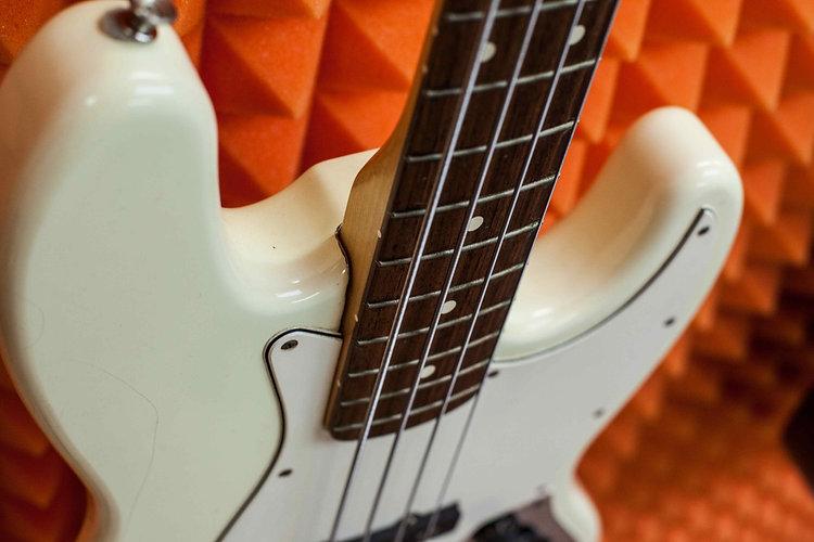 Обучение игре на бас-гитаре с нуля для начинающих. Слэп, игра пальцами и медиатором, легато...