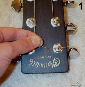 Как правильно поменять струны на гитаре?