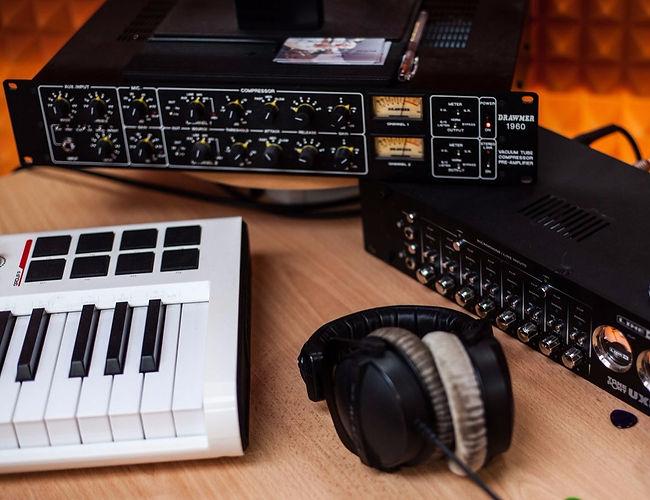Студия звукозаписи в Тюмени. Запись рок-группы в тюмени.