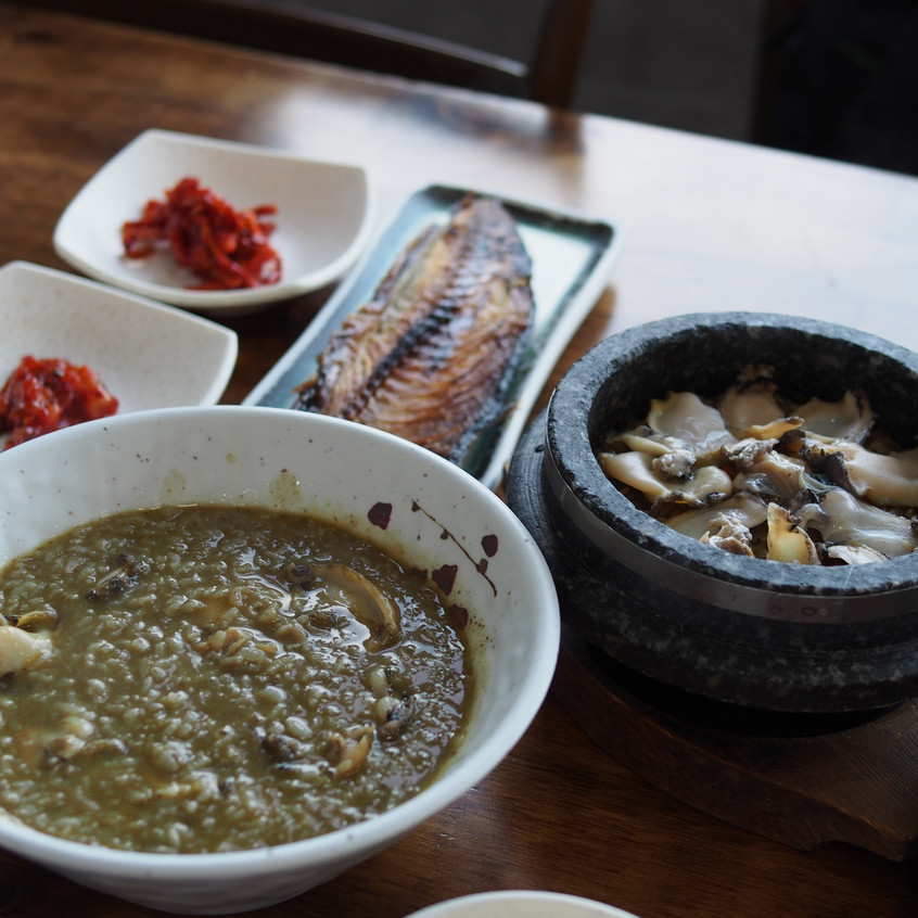 We also ordered the abalone porridge. The fish is complimentary!