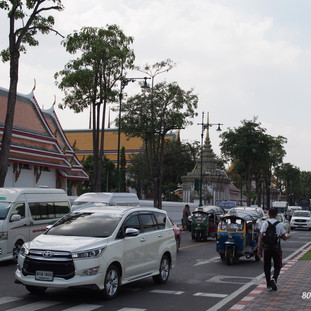 Walking to Wat Pho