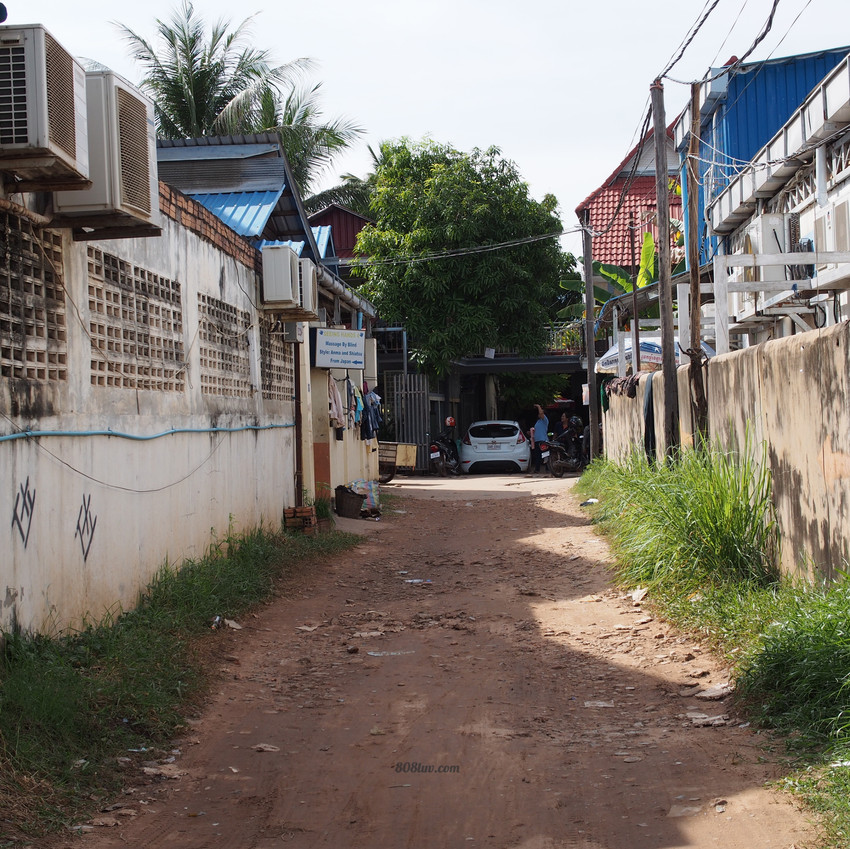 Side street to the main road