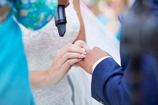 Wedding photography Tasmania, hands in wedding ceremony