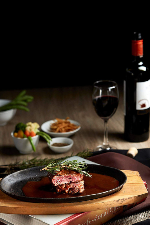 Food photography, beef steak and red wine pairing