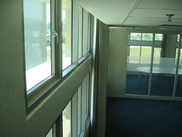 05-split-window-facade-with-external-lig