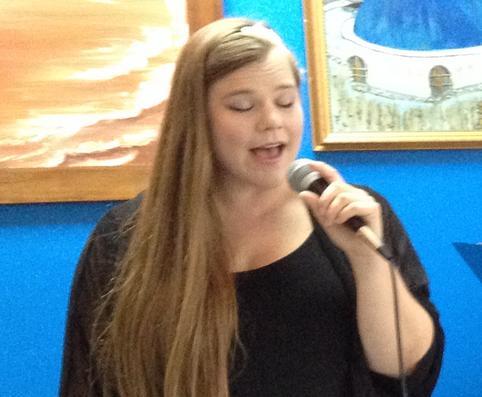 Glenda Singing.png