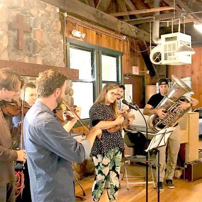 Glenda uke with brass and fiddle la hond