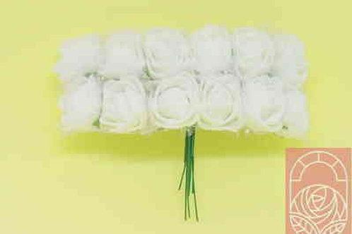 Мини-розы белые