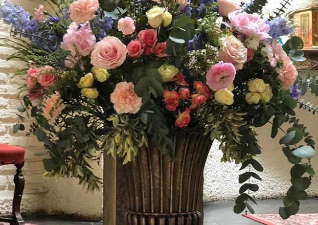 Copón de flores capilla