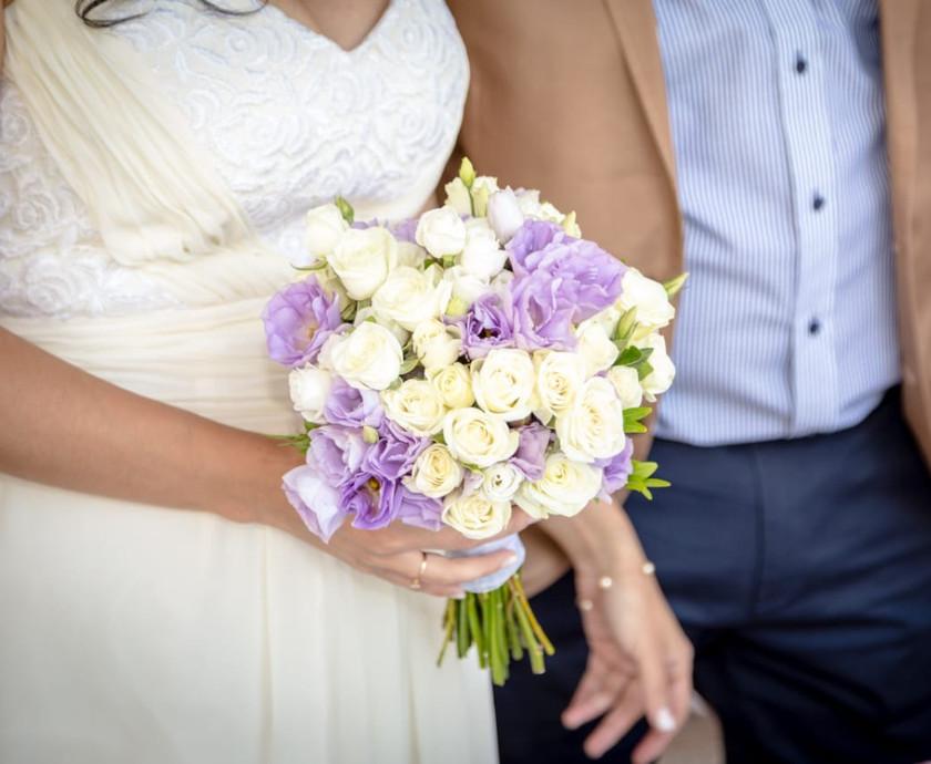 Ramo de novia mini rosas y lisianthus