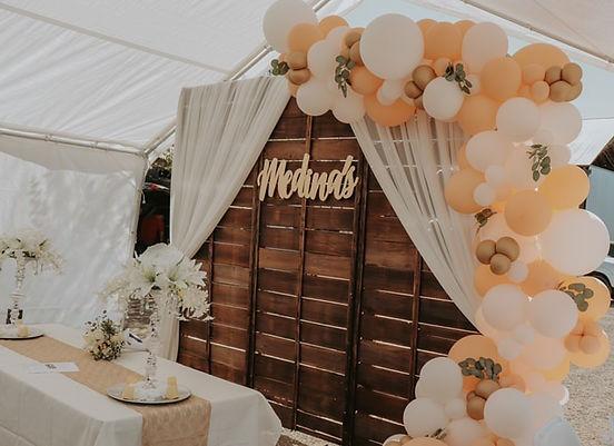 wood backdrop wedding.jpg