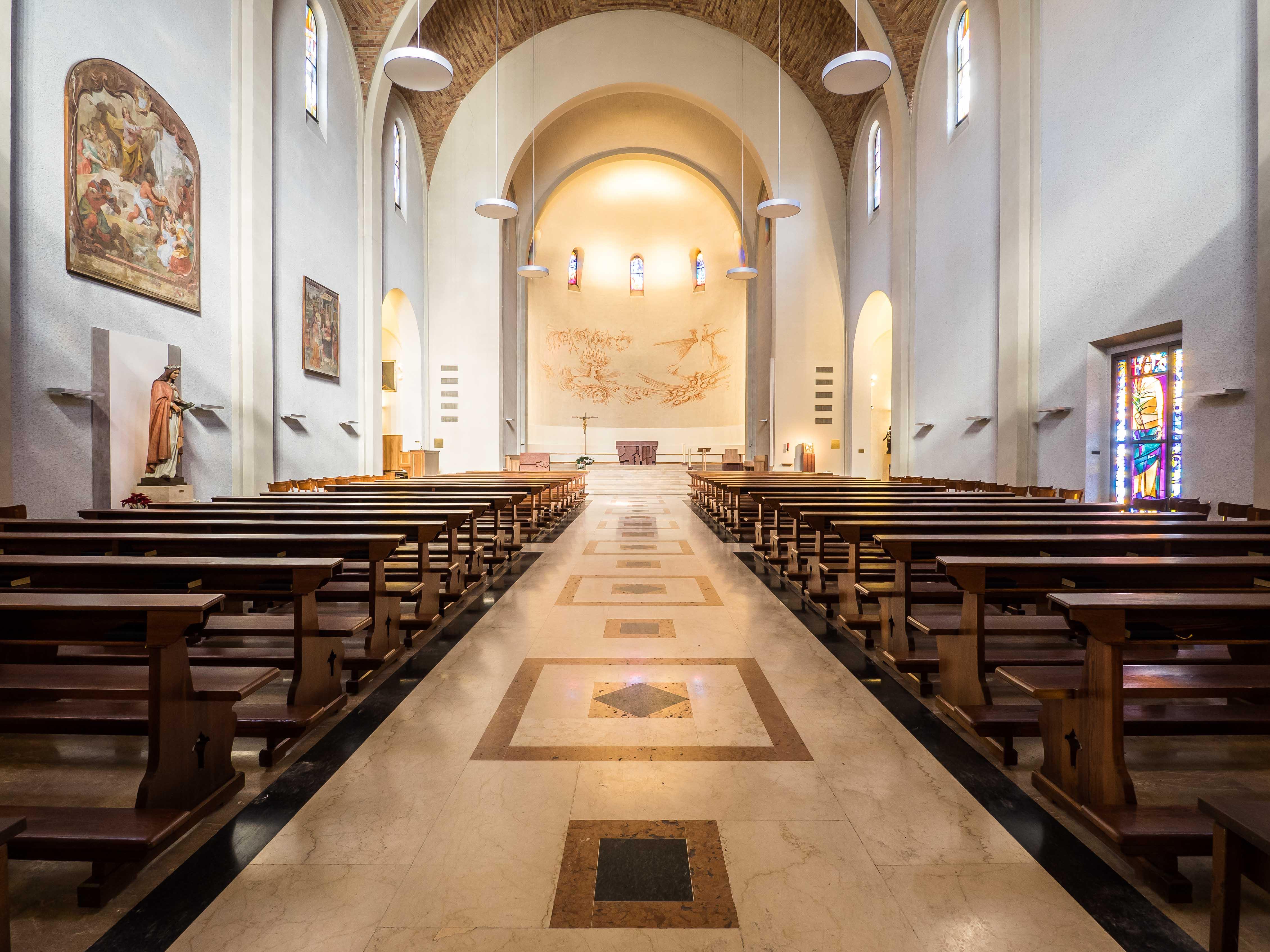 Chiesa di massagno arredo in noce su misura losa for Arredo chiesa