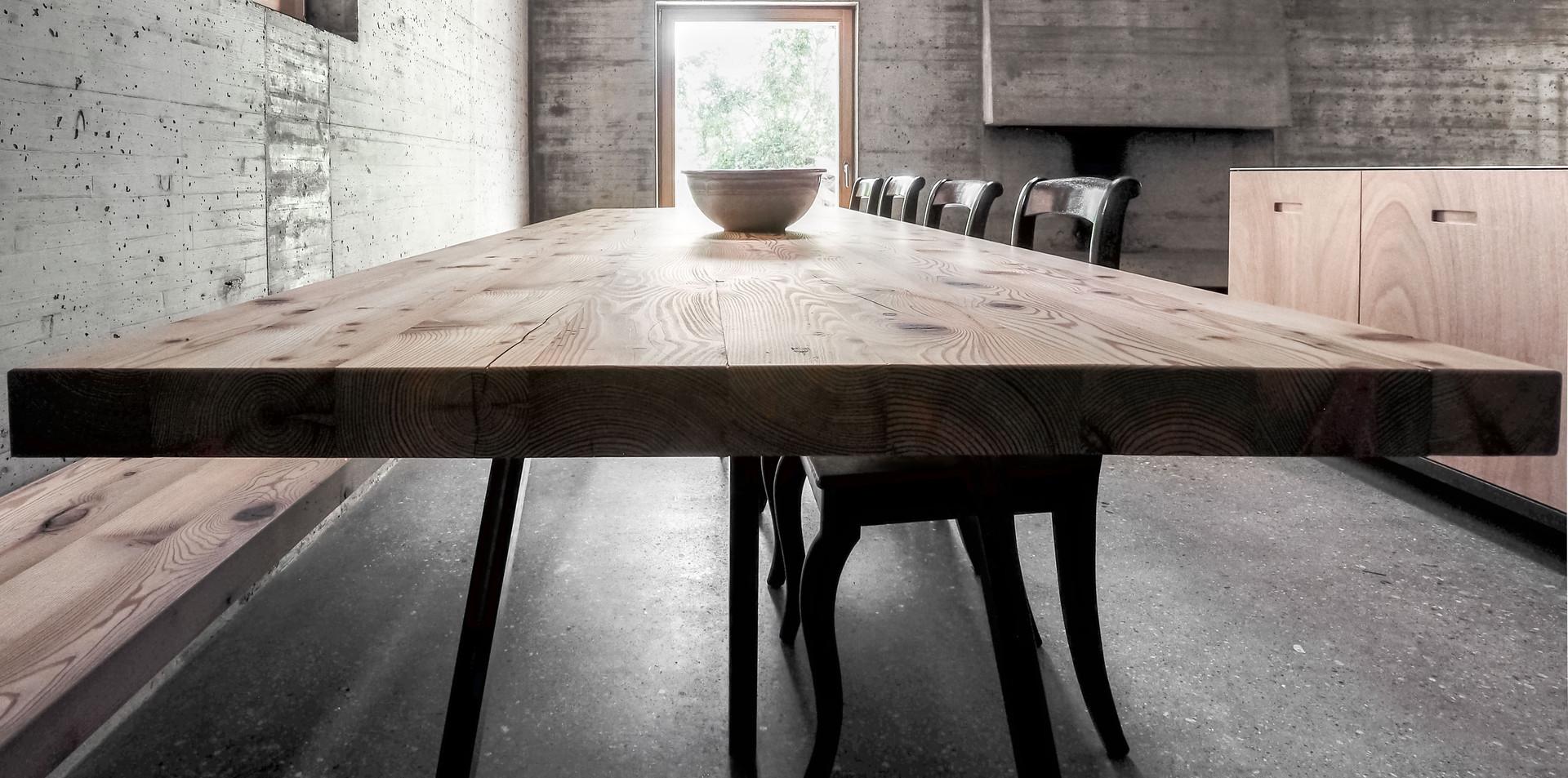 Tavolo in larice antico del 18° Secolo