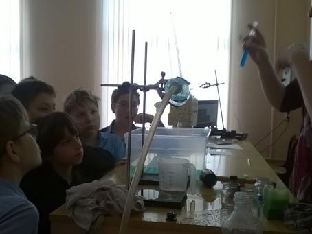 На занятиях по физике