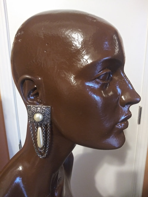 Beautiful vintage pearl earrings