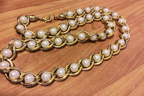 Vintage pearl & gold metal necklace