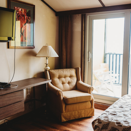 Room 102 - wheelchair accessible-404
