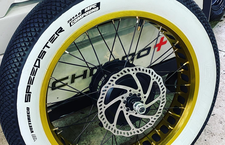 White Wall Fat bike tire.JPG