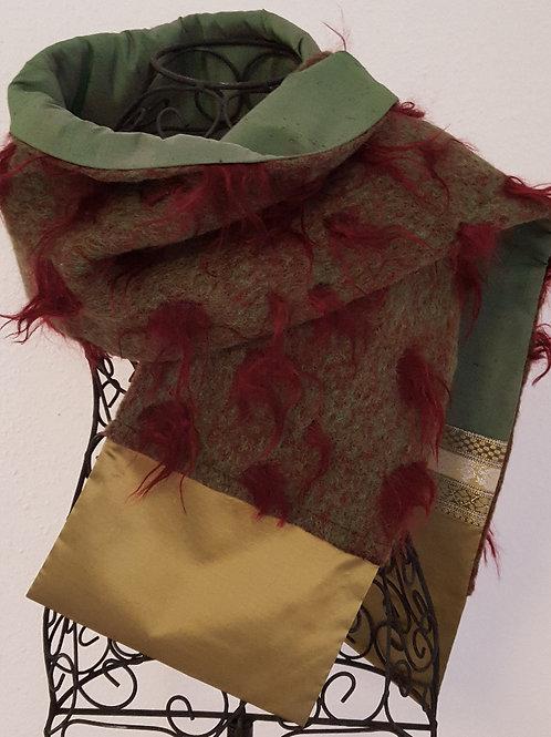 Schal aus Wollwalk und Sariseide