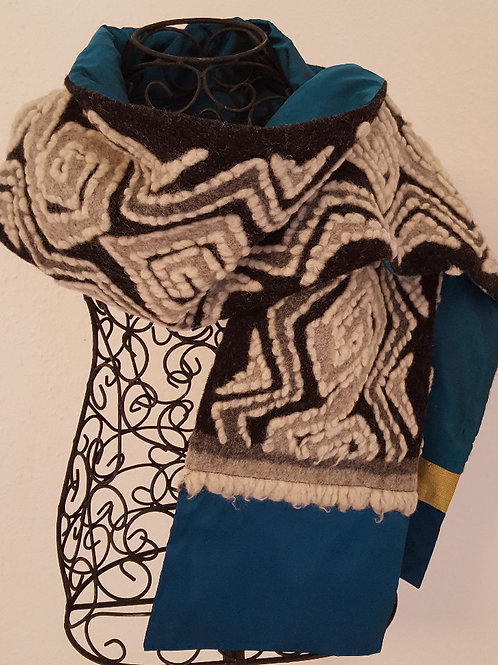 Schal aus Wollwalk mit Sariseide